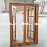 Lo stile francese ha riparato la finestra di legno con il disegno di legno della griglia di finestra fatto del legno del teck