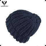 Moderne Winter-starke Häkelarbeit gestrickter Hut