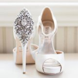 Il pattino di cristallo della perla del Rhinestone su ordine 2017 ferma l'inarcamento con una graffetta che Wedding la decorazione nuziale del partito