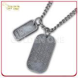 Liga de zinco com revestimento de prata elegante Dog Tag com acabamento cintilante