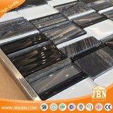 網取付けられた黒い大理石および冷たいスプレーのガラスモザイク・タイル(M855048)