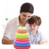 Los niños para la Educación Matemática contando el bloque de la pila de madera juguetes para bebés y niños