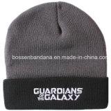 中国の工場農産物は白いロゴによって刺繍された黒い灰色の毎日の袖口によって編まれた冬の帽子の帽子をカスタマイズした