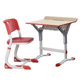 調節可能なハンドメイドの切り分けられた木製表および椅子(アルミニウム)