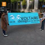Реклама на улице поощрения виниловом баннере