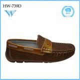 L'unité centrale chaude de vente d'enfants neufs de mode chausse les chaussures plates