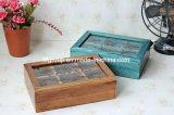 Scatola di di legno il tè di presentazione dell'annata antica della scatola con la finestra libera