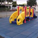 子供の赤ん坊の子供の子供の屋外の運動場の演劇のゴム製床のマット