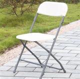 Silla de plegamiento polivinílica comercial blanca con el marco del metal