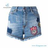 2017 Shorts ricamati rattoppati scarni blu dei jeans di Minipants del denim delle signore/donne di modo da Factory