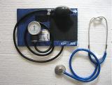 Kit clássico de esfigmomanômetro aneróide e estetoscópio