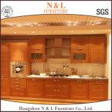Орех массивная древесина мебель с гранитными место на кухонном столе