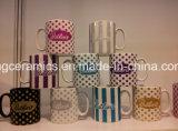 Una tazza di ceramica dalle 10 once con il marchio di scintillio