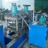 Rodillo de la barandilla de la carretera del surtidor de Shangai que forma la máquina con los orificios de perforación