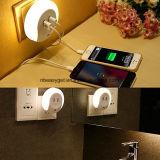 Inserire l'indicatore luminoso di notte, crepuscolo per albeggiare indicatori luminosi di notte del sensore LED, 5V 2A si raddoppiano lampada di lato del letto del caricatore della parete del USB, le notti alimentabili Esg10447 della parete
