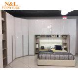Insieme di camera da letto modulare della mobilia della casa di formato di disegno moderno con le porte aperte