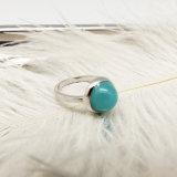 De witgoud Geplateerde Ring van de Vinger met de Parels van de Kleur voor Vrouwen