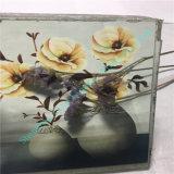 Vidrio del arte elegante con la flor hermosa adentro