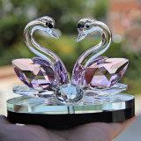 Het kleine Paar van de Zwaan van het Kristal als Decoratie voor Huis en Bedrijf was glanst