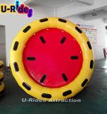 Красный и желтый раздувной круглый сплоток для парка воды