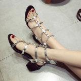 Ботинки женщины способа тапочек заклепки квартир PU сандалий женщин вскользь типа лета кожаный