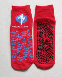 El trampolín pega calcetines antideslizantes antirresbaladizos del salto