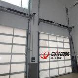 Перспектива высокой эффективности и прозрачное стекло сползая двери гаража