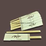 Baguettes en bambou avec le paquet d'OPP dans un carton