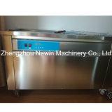 ロール単一の平らな鍋によって揚げられているアイスクリーム機械