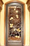 Diseños decorativos de cobre antiguos de la ventana del hierro de la célula del vino de la uva