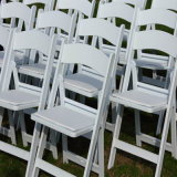 Cadeira dobrável revestida de vinil preto