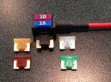 La última mini fusible de perfil bajo doble toque en el APS Portafusibles incluye 15 AMP+10AMP