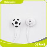 Fifaのワールドカップのための耳エムピー・スリーのフットボールのイヤホーンで創造的