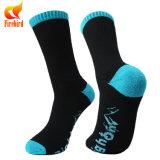 Schwarzer kundenspezifischer Großhandelsmann-strickende Sport-Socke
