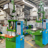 Машина машинного оборудования инжекционного метода литья продукта PVC пластичная для делать электрическую штепсельную вилку