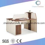 Mesa de madera moderna estación de trabajo de oficina con el gabinete
