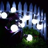 Alimentada a energia solar LED 10 G50 Lâmpada LED Globo de luzes de cadeia de caracteres string no pátio da Barragem