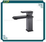Form-Entwurfs-Wasser-Einsparung-Quadrat-Messingeinhebelbassin-Wannen-Hahn