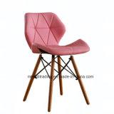 Розовый обеденный пластиковый стул в форме бабочки
