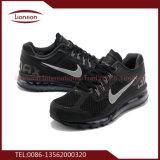 Verschiedene verwendete Schuhe für Verkauf