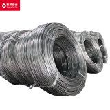 El cable en el tubo de la fábrica de condensador