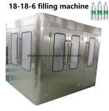 Terminer l'eau potable de remplissage de bouteilles PET plafonnement de la ligne de production d'étiquetage