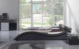 Кровать спальни кожи изогнутой формы черноты с деревянной кроватью
