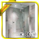 ヒンジおよびハンドルのハードウェアが付いている浴室のシャワーのドアの緩和されたガラス