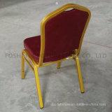 Vinilo de los muebles del hotel tapizado empilando la silla del banquete con la parte posterior de la corona