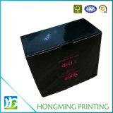 Caixa de papelão preto e brilhante com janela frontal