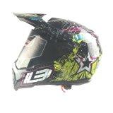 Модный шлем мотоцикла перекрестка в сбывании