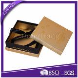 La cinta adornó el rectángulo cuadrado de papel de lujo de la fresa del chocolate