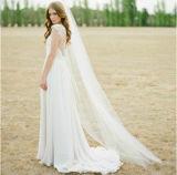 切られた端との優雅なテュルのチャペルの長さの長い花嫁のベール
