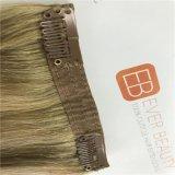 Nastro nella vibrazione di estensioni dei capelli nella trama della pelle